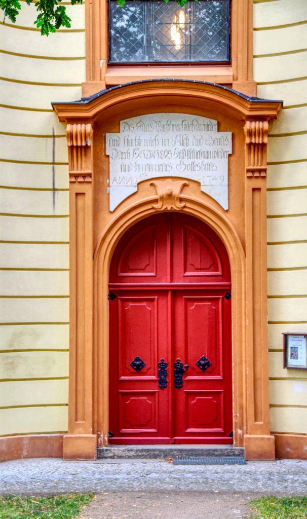 Seiteneingang der Maria Magdalenen Kirche Templin